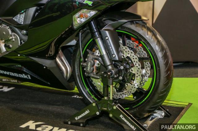 Can canh Kawasaki Ninja ZX10RR va ZX6R 2019 duoc cong bo gia khoi diem 899 trieu va 444 trieu VND - 21