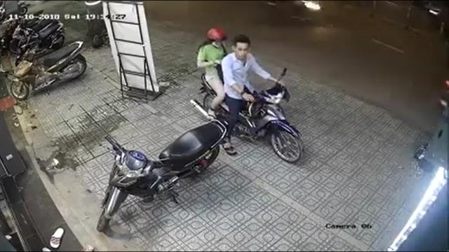 CLIP cap doi trai xinh gai dep dang yeu nhau da xe cai ket - 2