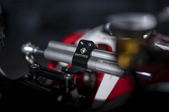 Ducati Monster 1200 phien ban Tricolore tu Motovation - 7