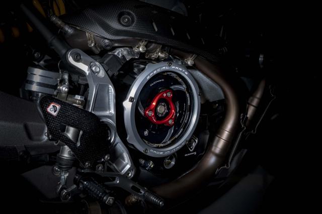 Ducati Monster 1200 phien ban Tricolore tu Motovation - 11