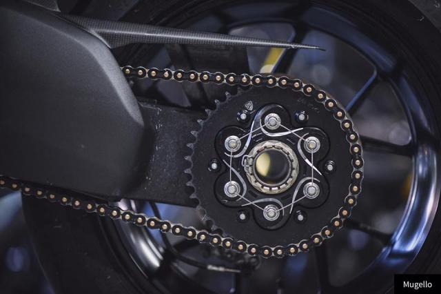 Ducati V4S Panigale ve dep toan nang voi trang bi full Black - 7