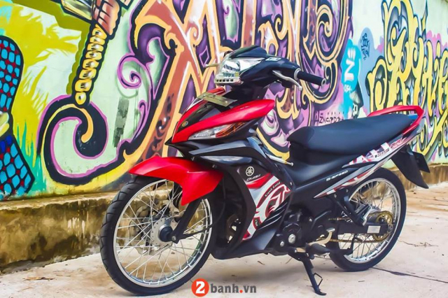 Exciter 135 don phong cach Lc135 khoe dang ben buc tuong nghe thuat ven pho - 3