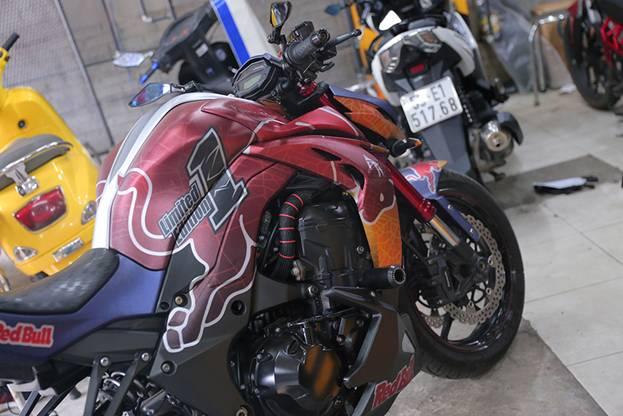 Tem xe nha vo dich Red Bull nong hung huc trong gioi biker Viet Nam - 4