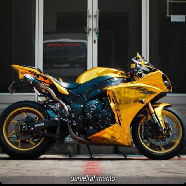 Yamaha R1 do phong cach quy toc the hien qua hinh thuc Ma vang - 4