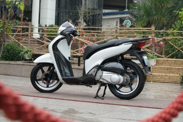8X Ha Noi manh tay bung gan 300 trieu de so huu chiec Honda SH doi cu - 2