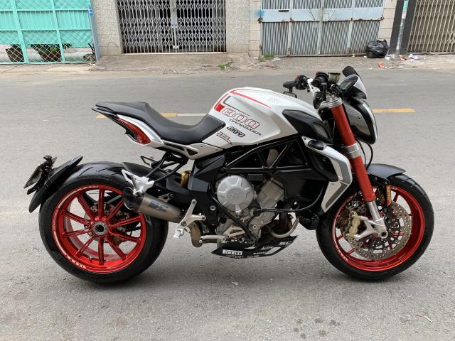 __Can Ban MV AGUSTA Dragster 800cc ABS date 82015 mau trang odo 10000km HQCN ngay chu dung ban