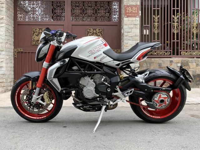 __Can Ban MV AGUSTA Dragster 800cc ABS date 82015 mau trang odo 10000km HQCN ngay chu dung ban - 6