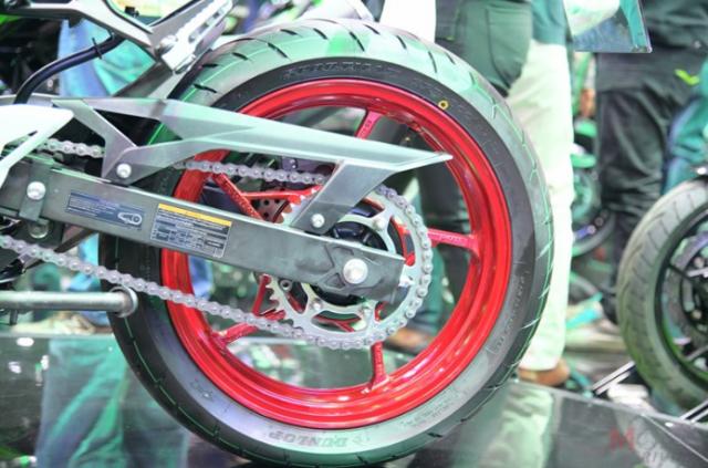 Can canh chi tiet Kawasaki Z400 SE phien ban dac biet co gia 138 trieu VND - 10