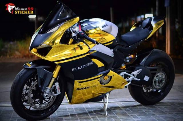Ducati Panigale V4S do sieu long nguoi ham mo voi phu kien tem dau Sticker doc dao - 3