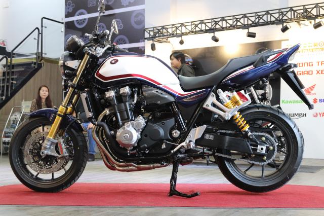 Huyen thoai Honda CB1300 Super Four phien ban ky niem 25 nam cap ben tai Viet Nam - 6