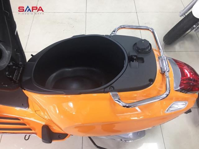 Vespa Sprint Cam dac quyen cho Nang tran day nhiet huyet - 6