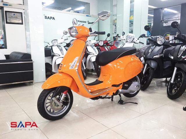 Vespa Sprint Cam dac quyen cho Nang tran day nhiet huyet