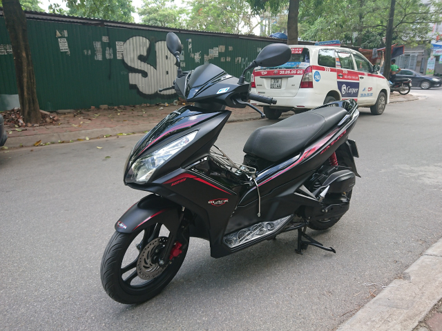 Rao ban Honda Air blade 125fi Black Edition 2015 den mo