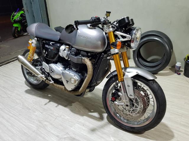 Triumph thruxton 1200 R do thay doi den me hoac - 3