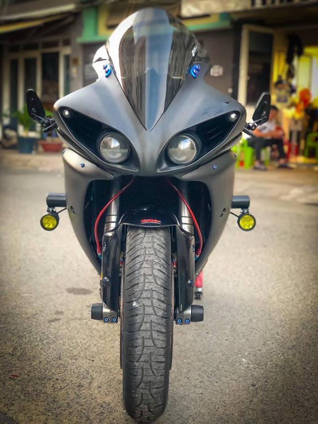 Yamaha R1 do Su tro lai cua huyen thoai bat bai tren duong pho Viet - 5