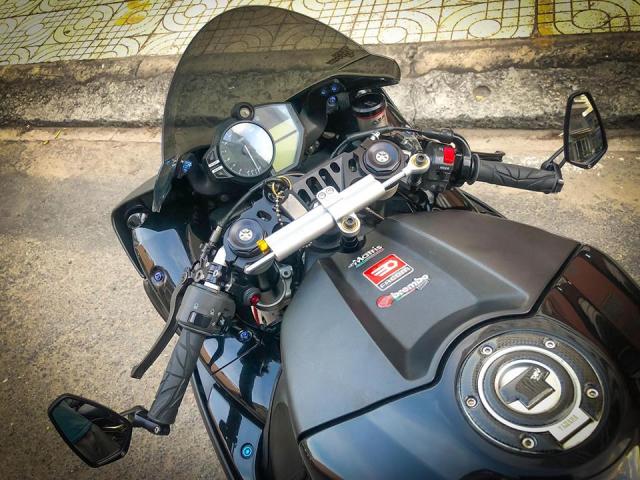 Yamaha R1 do Su tro lai cua huyen thoai bat bai tren duong pho Viet - 7