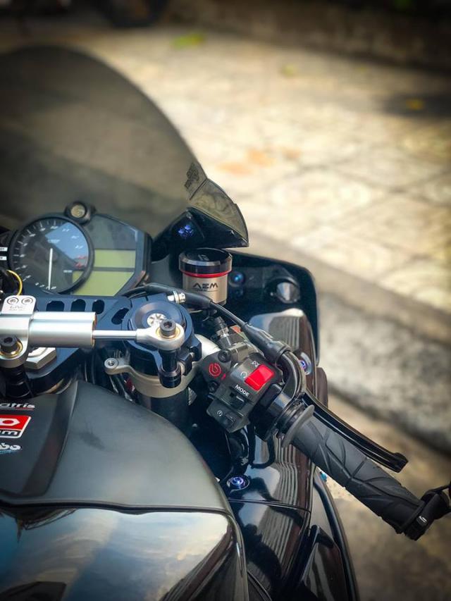 Yamaha R1 do Su tro lai cua huyen thoai bat bai tren duong pho Viet - 9