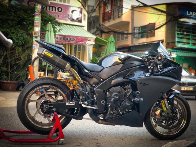 Yamaha R1 do Su tro lai cua huyen thoai bat bai tren duong pho Viet - 11