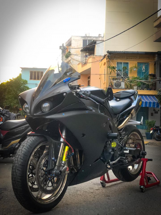Yamaha R1 do Su tro lai cua huyen thoai bat bai tren duong pho Viet - 22