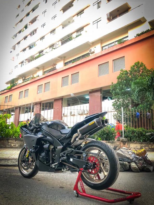 Yamaha R1 do Su tro lai cua huyen thoai bat bai tren duong pho Viet - 25