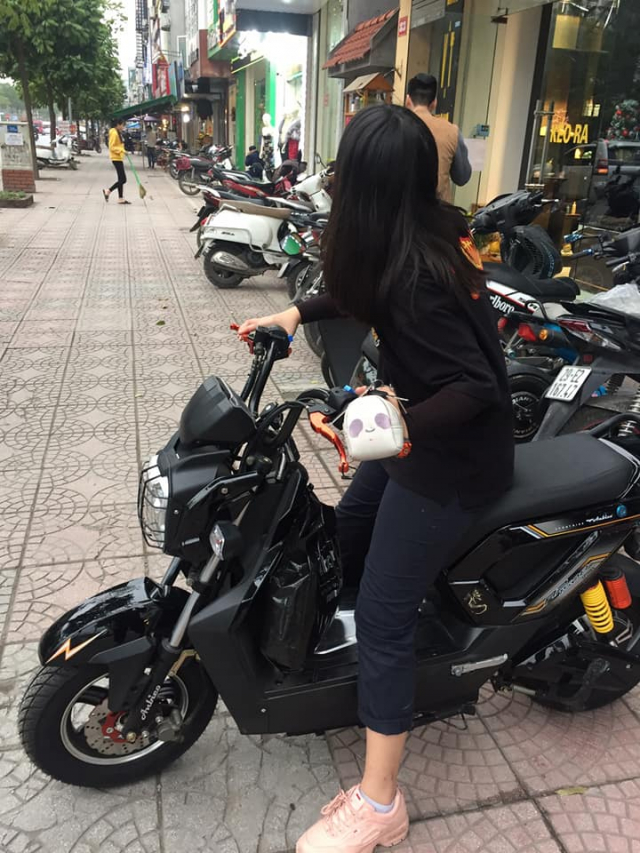 DAN DAU XU HUONG KHANG DINH DANG CAP CUNG XE DIEN - 2