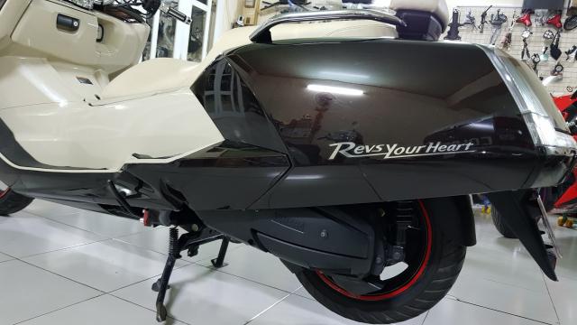 Ban Yamaha Maxam CP250Phi thuyen tren canHQCNSaigon52015 - 10