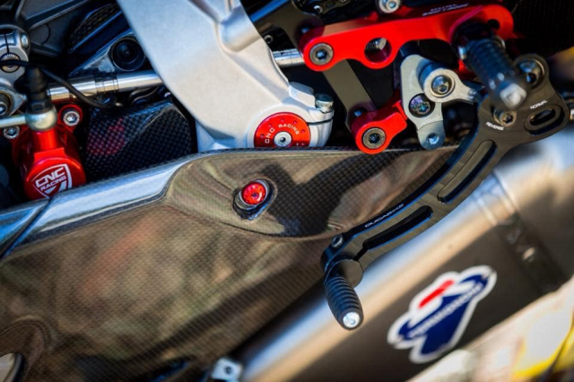 Ducati 899 Panigale ban do sieu cap mang trong minh bo giap Full Carbon fiber - 8