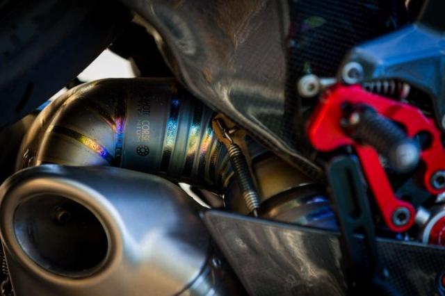 Ducati 899 Panigale ban do sieu cap mang trong minh bo giap Full Carbon fiber - 10