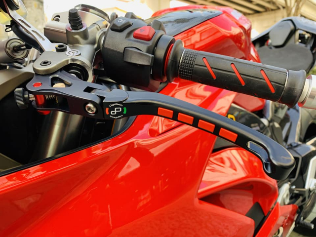 Ducati V4 Panigale ve dep bat chap tu nha tai tro Lightech - 5