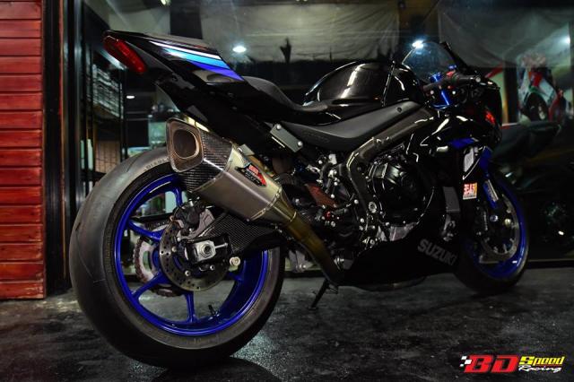 Suzuki GSXR1000 thay doi hoan hao voi tone mau Blue Racing - 13