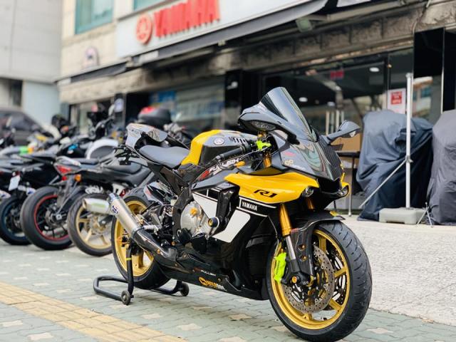 Yamaha R1 phien ban Ca Tre hoa cuong voi dan do cuc chat - 3