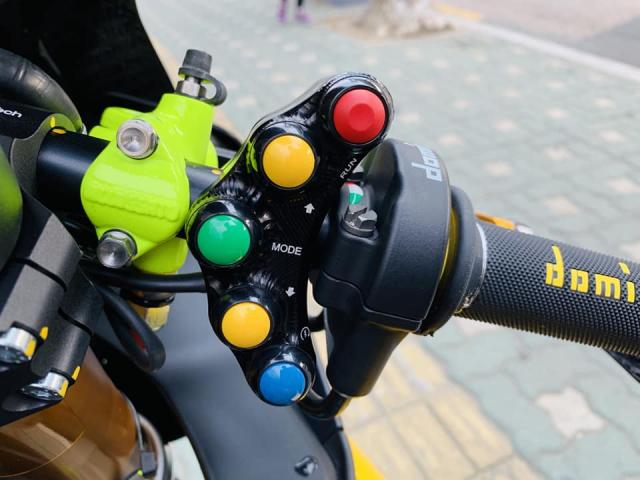 Yamaha R1 phien ban Ca Tre hoa cuong voi dan do cuc chat - 5