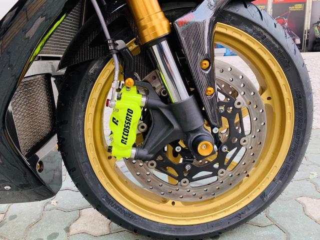 Yamaha R1 phien ban Ca Tre hoa cuong voi dan do cuc chat - 9