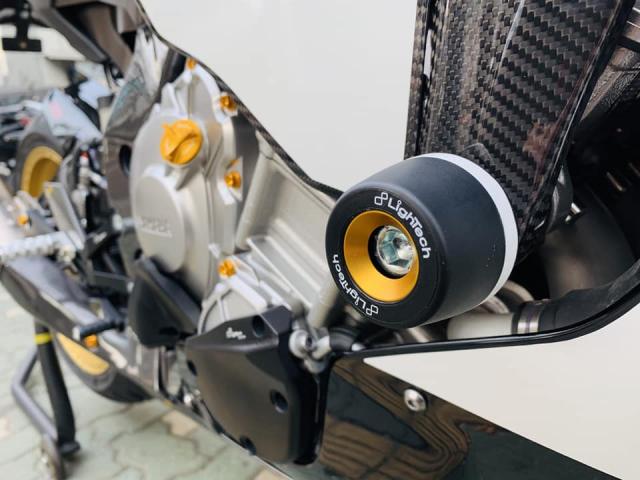 Yamaha R1 phien ban Ca Tre hoa cuong voi dan do cuc chat - 11