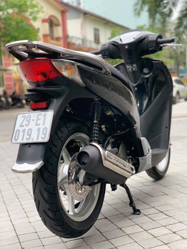 Ban SH Viet phom nhap 125 cuoi 2011 mau den bien Sieu Vip - 8