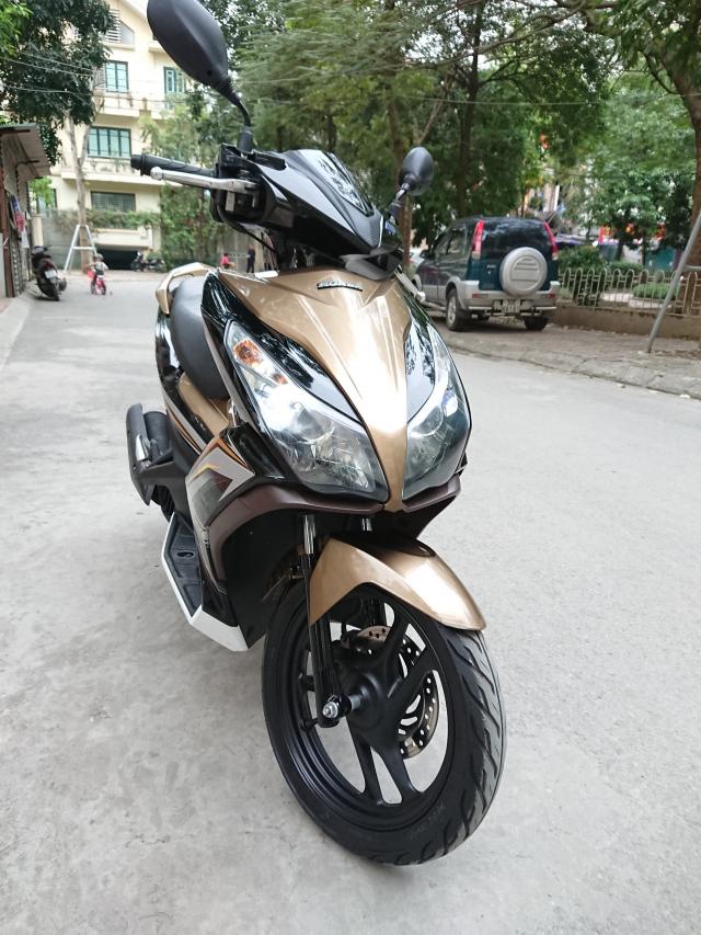 Can ban Honda Airblade 125 fi vang den 2016 con moi chinh chu 31tr500 - 2