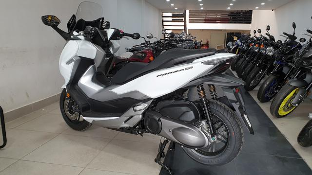 Can canh Honda Forza 300 2019 mau tay ga day ap cong nghe vua ve Viet Nam - 8