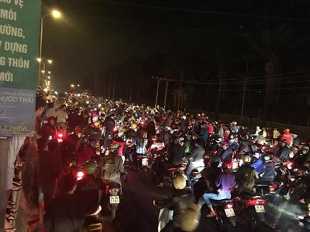 Hang tram quai xe nao loan QL 51 trong le hoi Dinh Co tai Vung Tau - 4