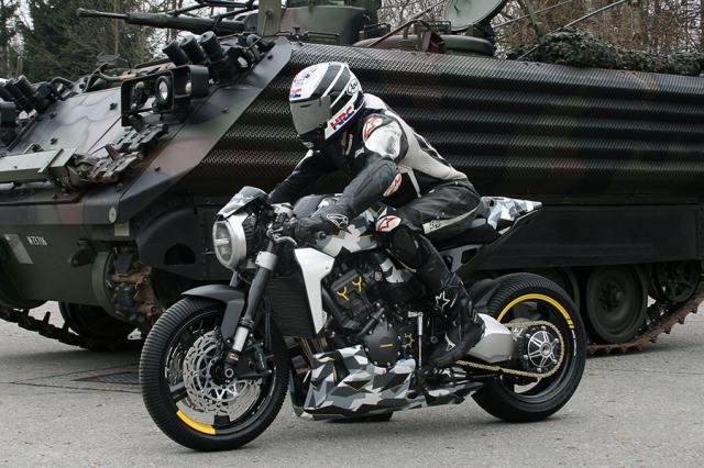 Honda CB1000R do dau tien theo phong cach Camo den tu Gannet Design - 5
