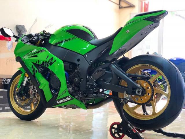 Kawasaki ZX10R phien ban do xanh la dam chat Racing - 7