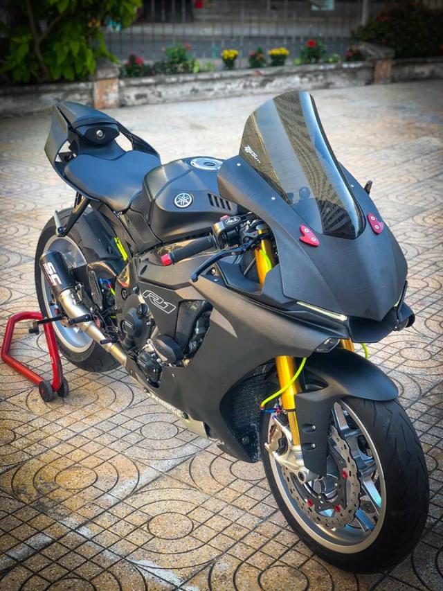 Man nhan voi sieu pham Yamaha R1 mien tay song nuoc don phong cach chay Track - 3