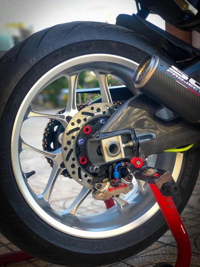 Man nhan voi sieu pham Yamaha R1 mien tay song nuoc don phong cach chay Track - 12