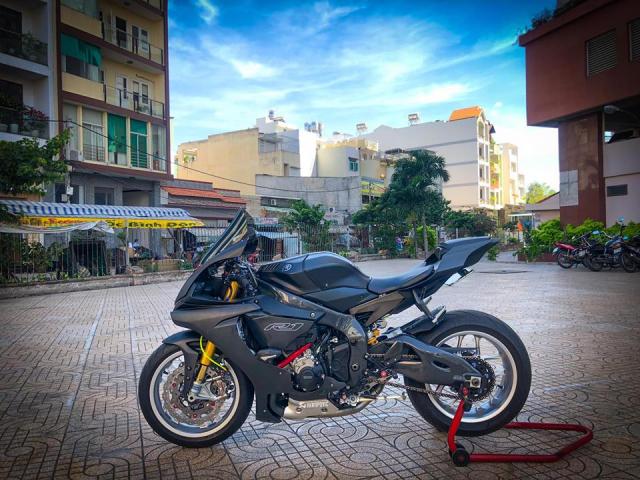 Man nhan voi sieu pham Yamaha R1 mien tay song nuoc don phong cach chay Track - 21