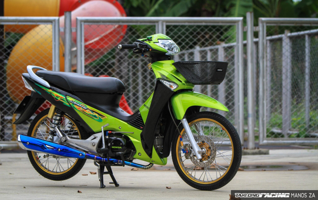 Wave 125 do con ket xanh voi option do choi cang det cua biker Thai - 9