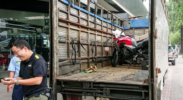 Dap thung Honda CB500X 2019 dau tien ve Viet Nam - 3