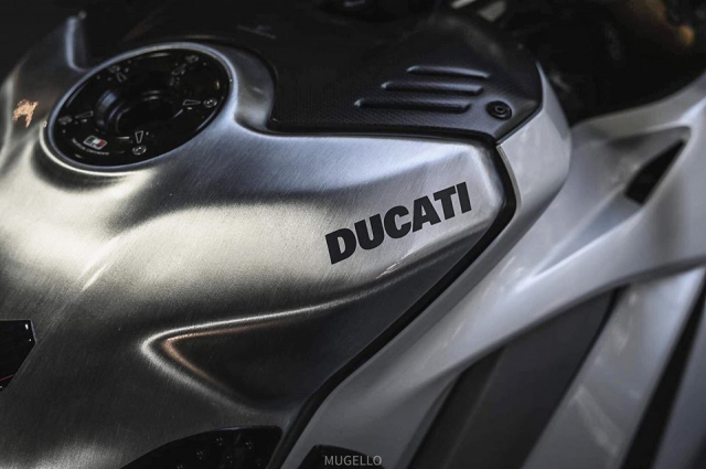 Ducati Panigale V4 S do hoan thien voi phong cach White pearl 2k - 7