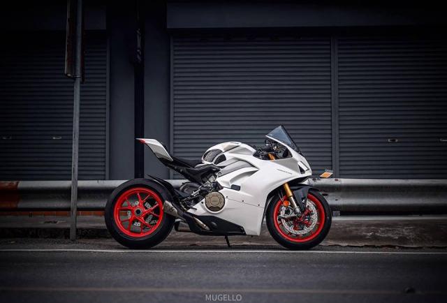 Ducati Panigale V4 S do hoan thien voi phong cach White pearl 2k - 13