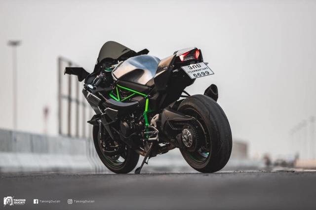 Kawasaki Ninja H2 lot xac thanh phien ban duong dua H2R - 8