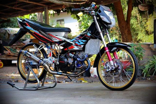 Sonic 125 so huu cuc may CBR cuc chat cung dan do choi hang hieu - 3