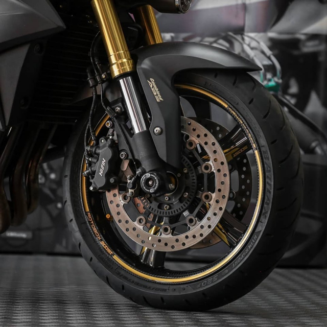 Honda CB1000R do Huyen thoai lang Nakedbike dep lung lay voi dan chan Carbon - 5